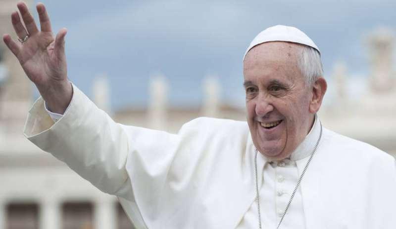 Da sempre la Chiesa in Oriente ha preti sposati e il Concilio afferma che «non sono né meno preti, né meno buoni preti dei celibi». Papa Francesco non è eretico