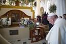 Papa Francesco prega sulla tomba di Vescovo Samuel Ruiz favorevole ai preti sposati
