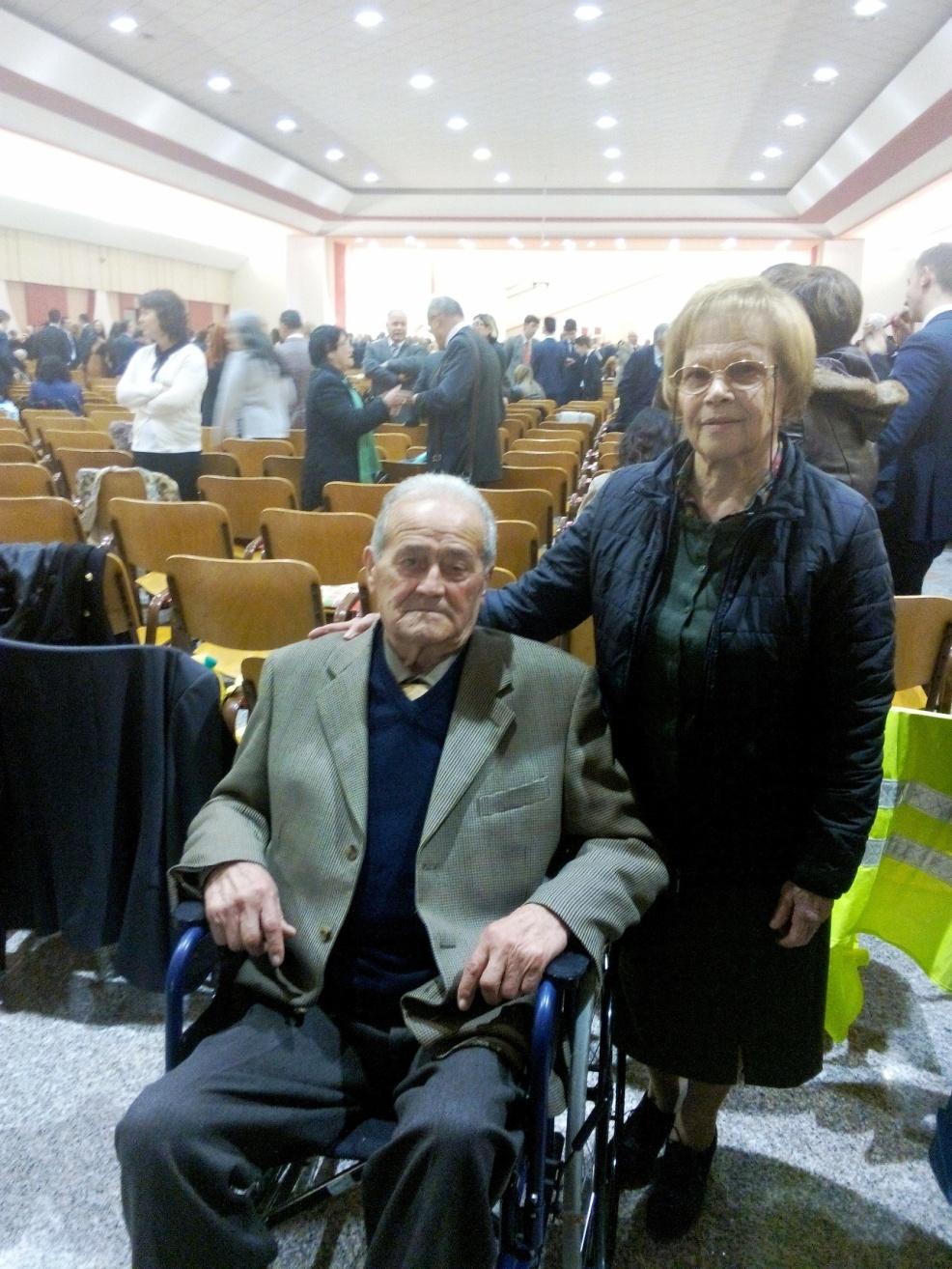 Non è mai troppo tardi. Si battezza a 82 anni come testimone di Geova al raduno di Roseto degli Abruzzi