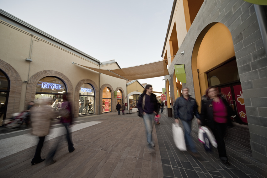 Soratte Outlet Shopping  musica 3db22f719e6