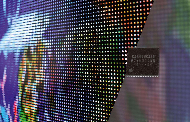 IC per controllo LED di Omron: dissolvenza uniforme e impercettibile