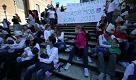 Roma: poppata di massa in Piazza di Spagna - La Repubblica