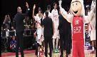 Milano, scendono in campo i campioni Nba dei Boston Celtics: lo show dei giocatori - La Repubblica
