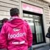 Foodora, i rider assediano la sede di Milano: Nessuno ci ascolta, impiegati barricati dentro